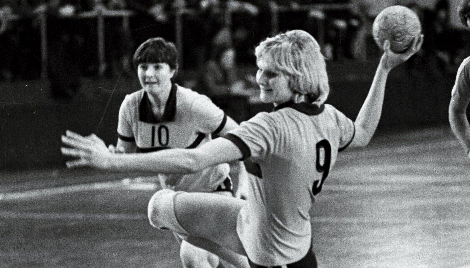 Marionella (palliga) 1979. aasta mängus taanlaste vastu.