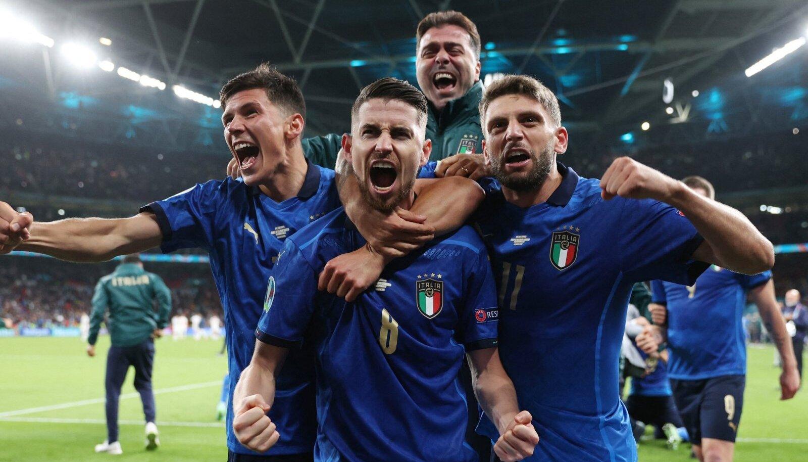 Poolfinaalis Itaalia sangariks kerkinud Jorginho (keskel) on sündinud ja kasvanud Brasiilias. 15-aastaselt tuli ta õnne otsima Itaaliasse, kus ta sai lõpuks ka kodakondsuse. Seda tänu vanavanaisale, kes oli pärit Põhja-Itaalia väikelinnast Lusianast.