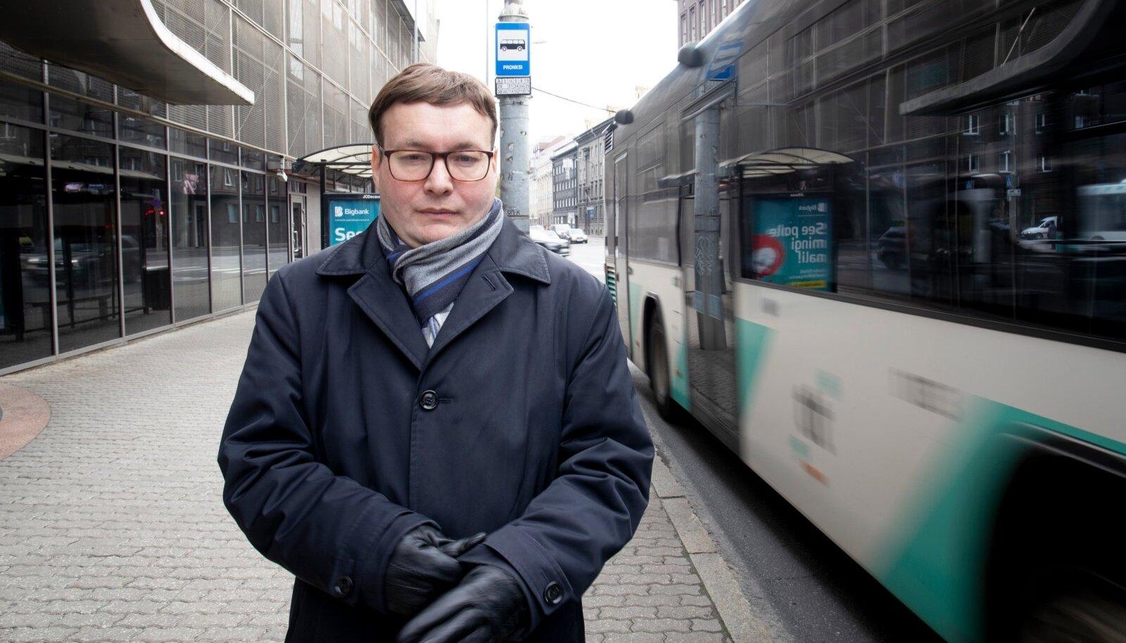 Saarts märkis, et KOV-valimistel saab Eesti 200 pealt näha, kuivõrd suudab partei täita Isamaa ja SDE nišši.