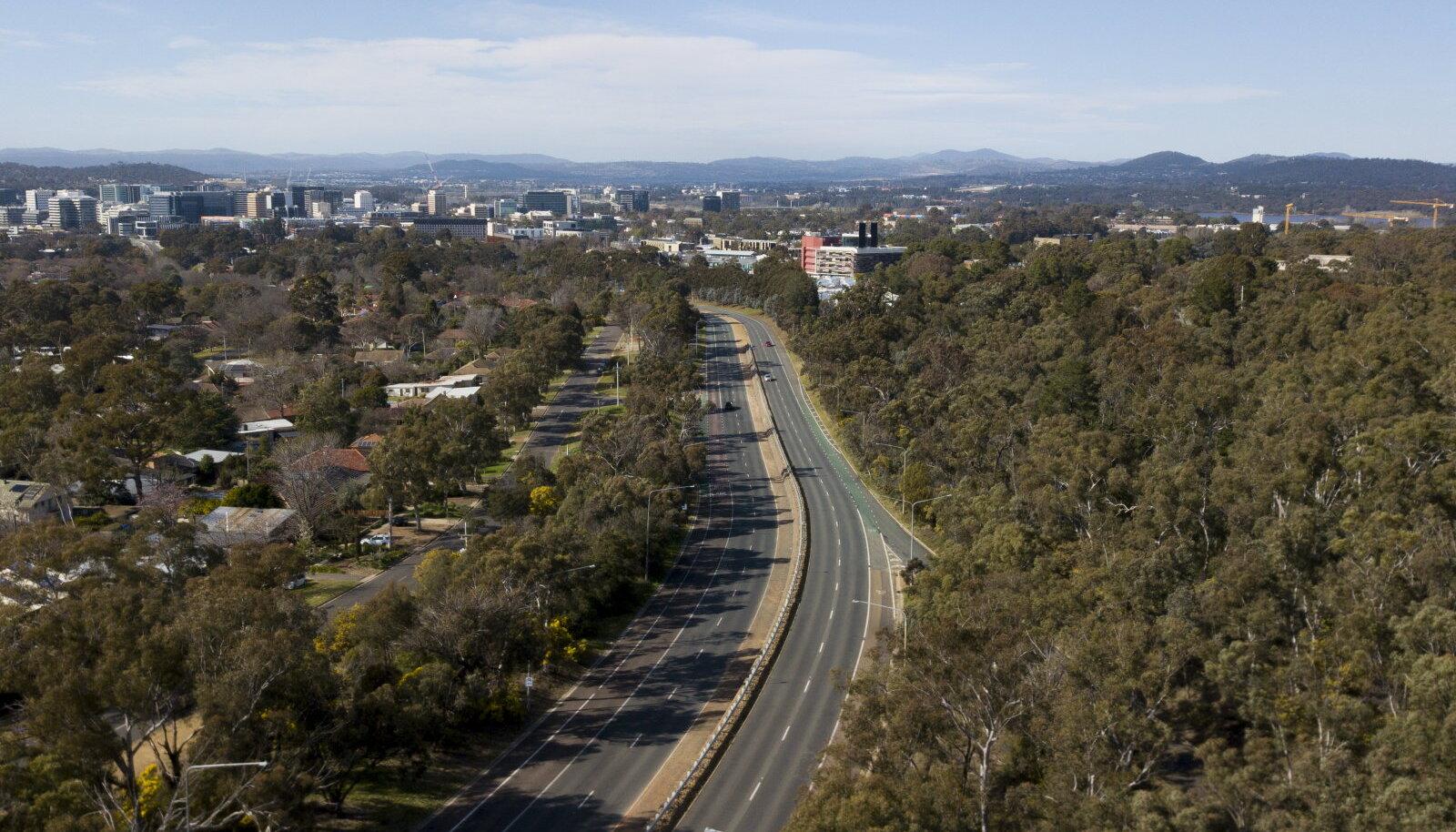 Piirangud on Canberra kesklinna viiva sõidutee täiesti tühjaks jätnud.