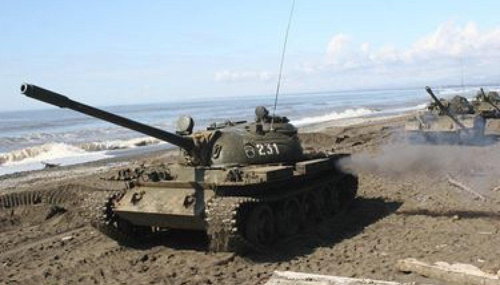 Abhaasia tankid sõjaväemanöövritel