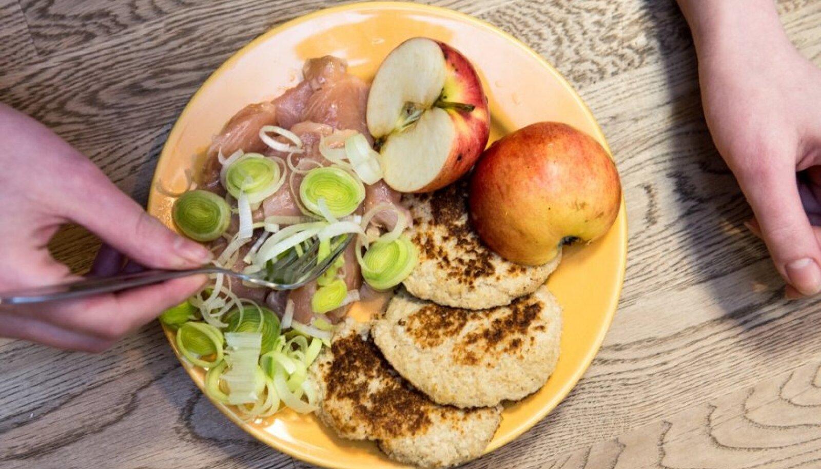 Обед на прошлой неделе: форель, блинчики и лук