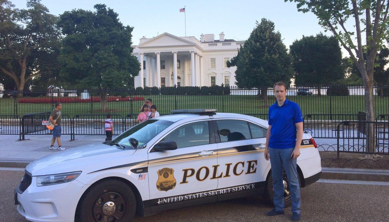 RISTI EES: Just nii kaugele Valgest Majast pääsesin Washingtonis enne, kui salateenistus mu tee ära lõikas.