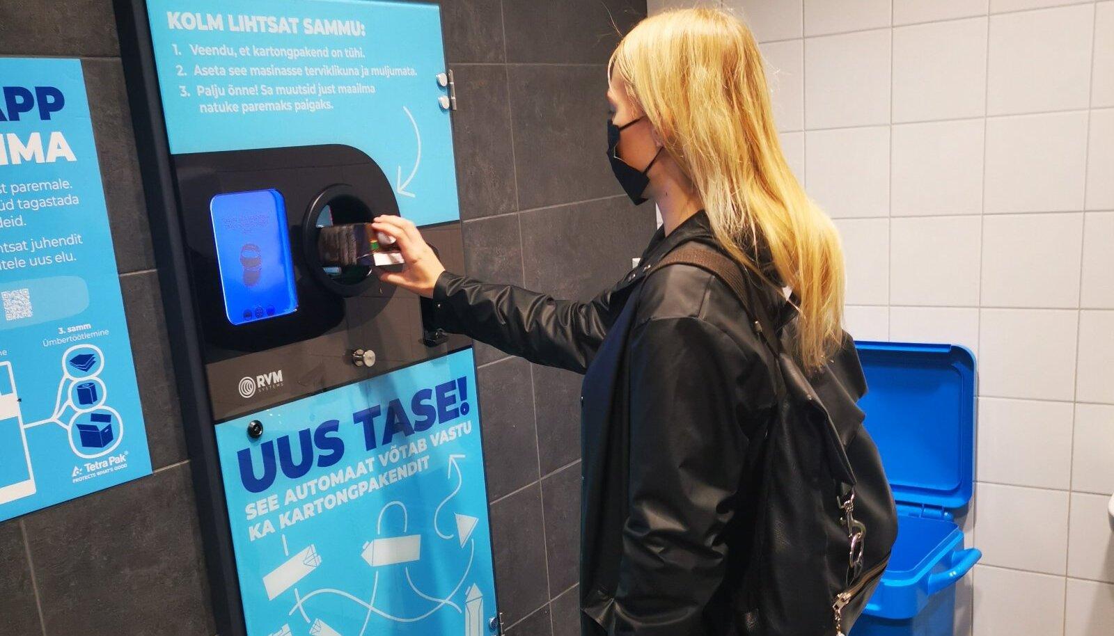 Kartongpakendi tagastusautomaat Ülemiste keskuses.