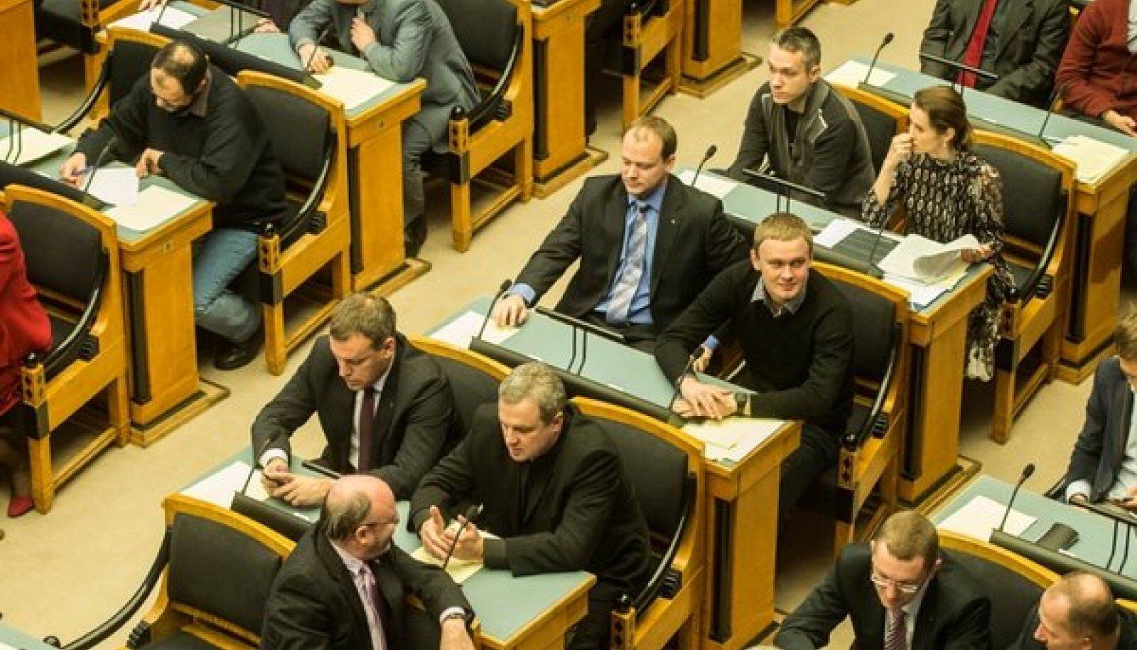 Riigikogu võttis vastu 2013. aasta riigieelarve