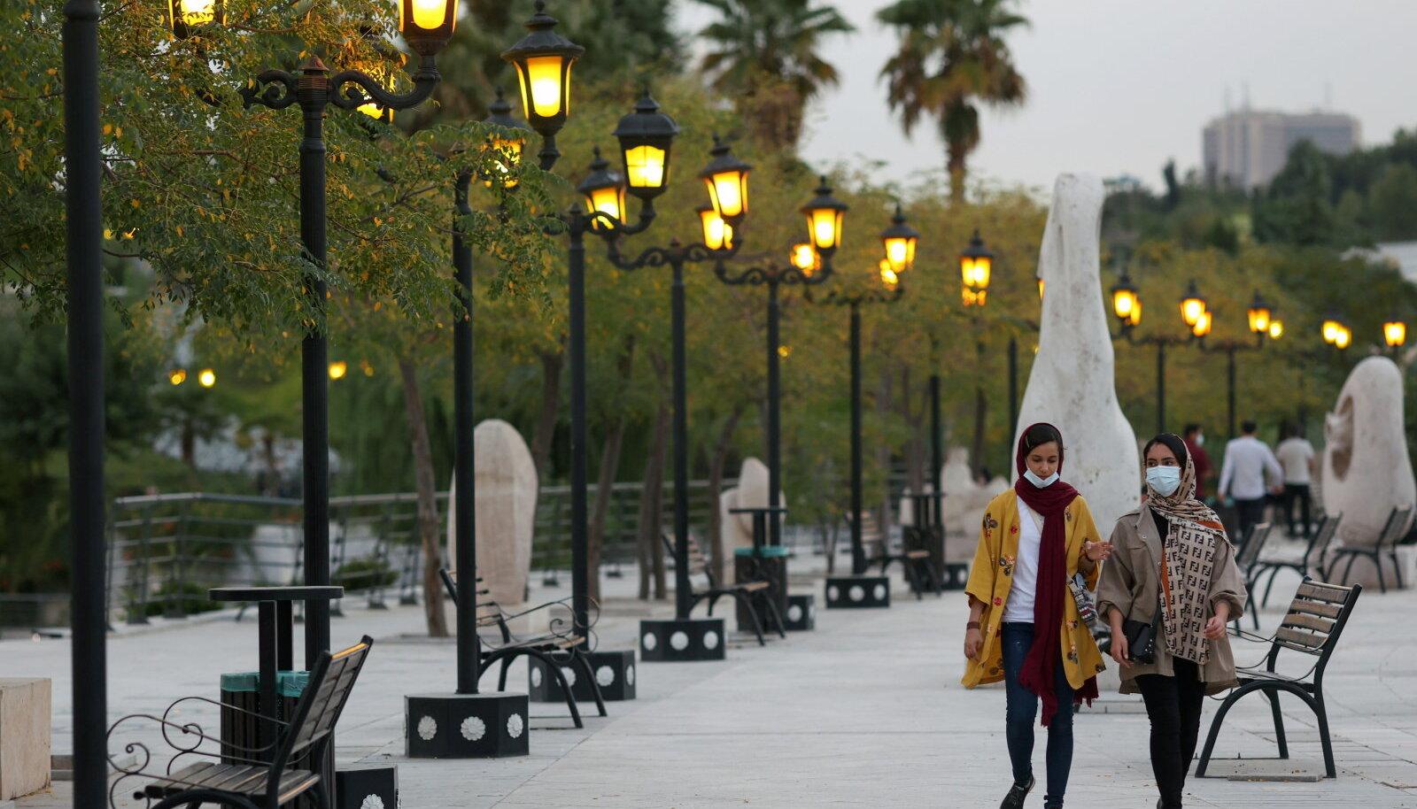 Noored iraanlannad sel nädalal pealinnas Teheranis.