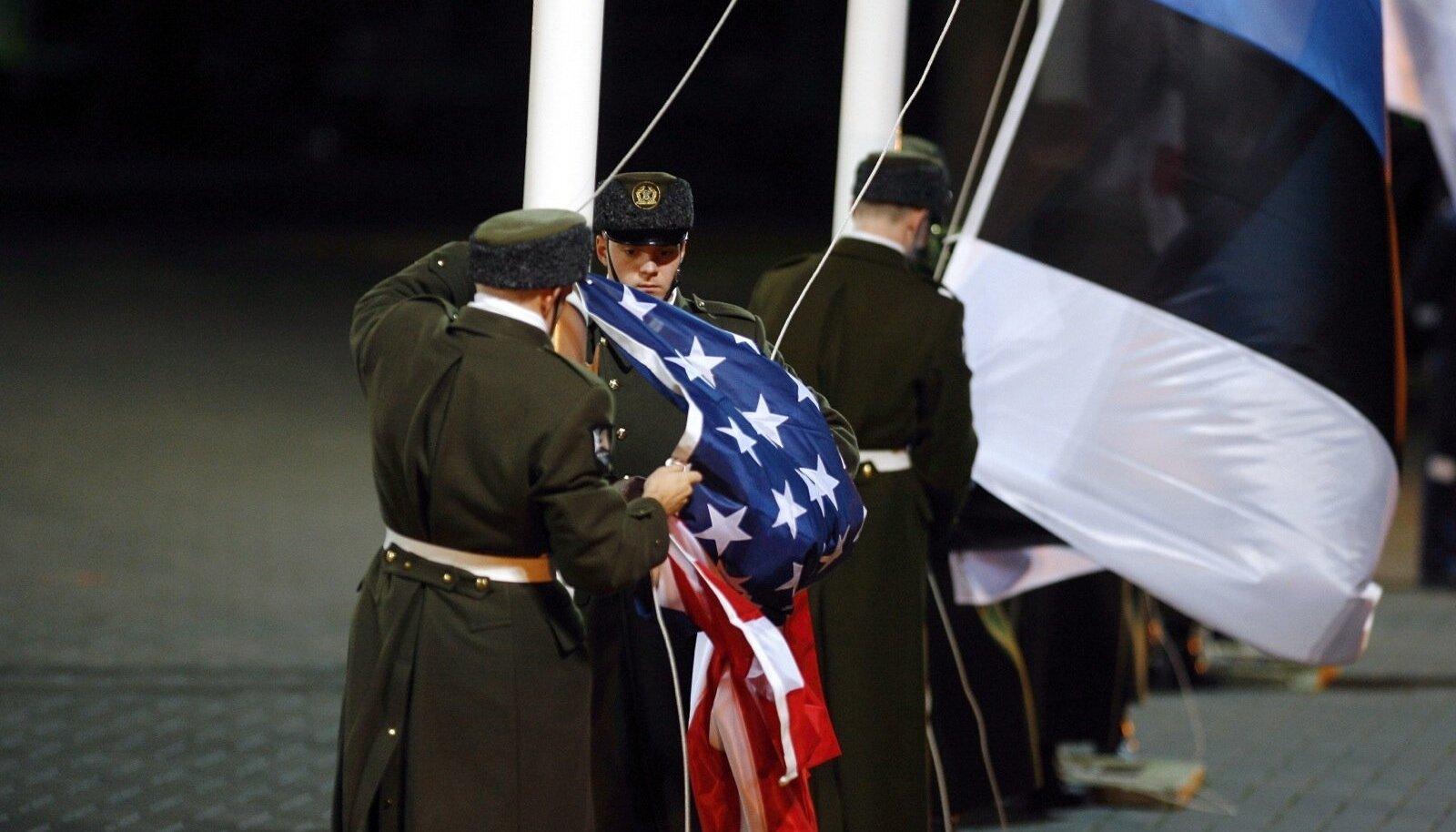 USA lipu heiskamine Bushi visiidi ajal