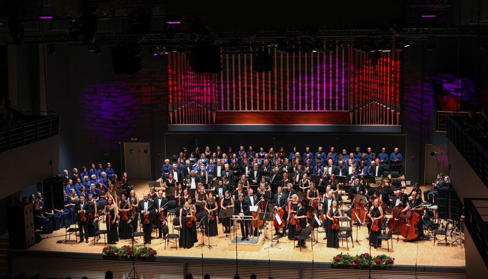 Fotol: Vanemuise sümfooniaorkester, dirigent Risto Joost.