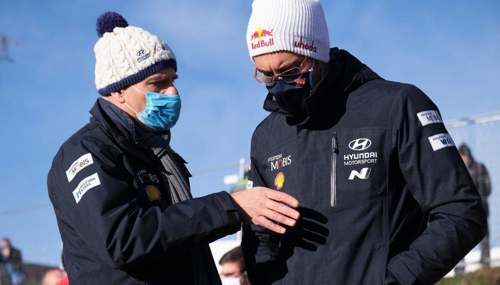 Andrea Adamo (vasakul) ja Thierry Neuville.