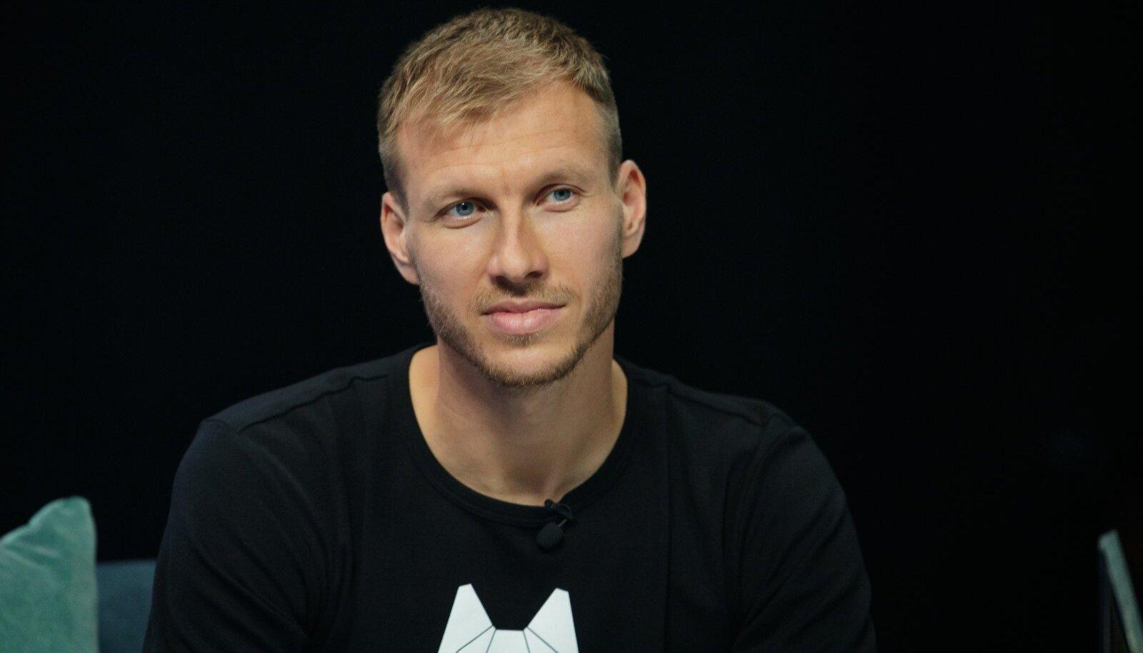 """Tallinn, 25.12.2019. ERR-i saadet """"Jõulutunnel"""" külastas jalgpallur Ragnar Klavan koos oma perega."""