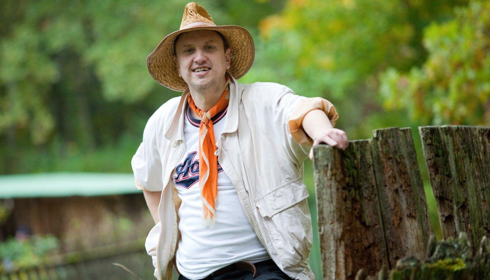 Marek Vahula on lapsest peale oma kutsumuseks seadnud looduskaitseradadel sammumise, mille tulemusel on sellele rajale jäänud meie kõigi rõõmuks mitmed sügavad jäljed.