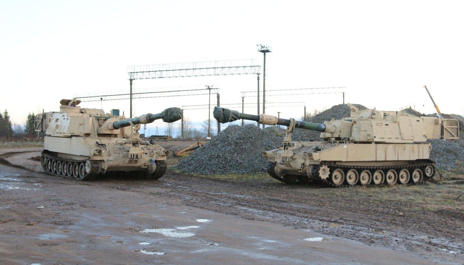 15. novembril jõudsid Tapale kaks Ameerika Ühendriikide 155-millimeetrise kaliibriga liikursuurtükki Paladin M109A6, mis jäävad Eestisse kuni detsembri alguseni.