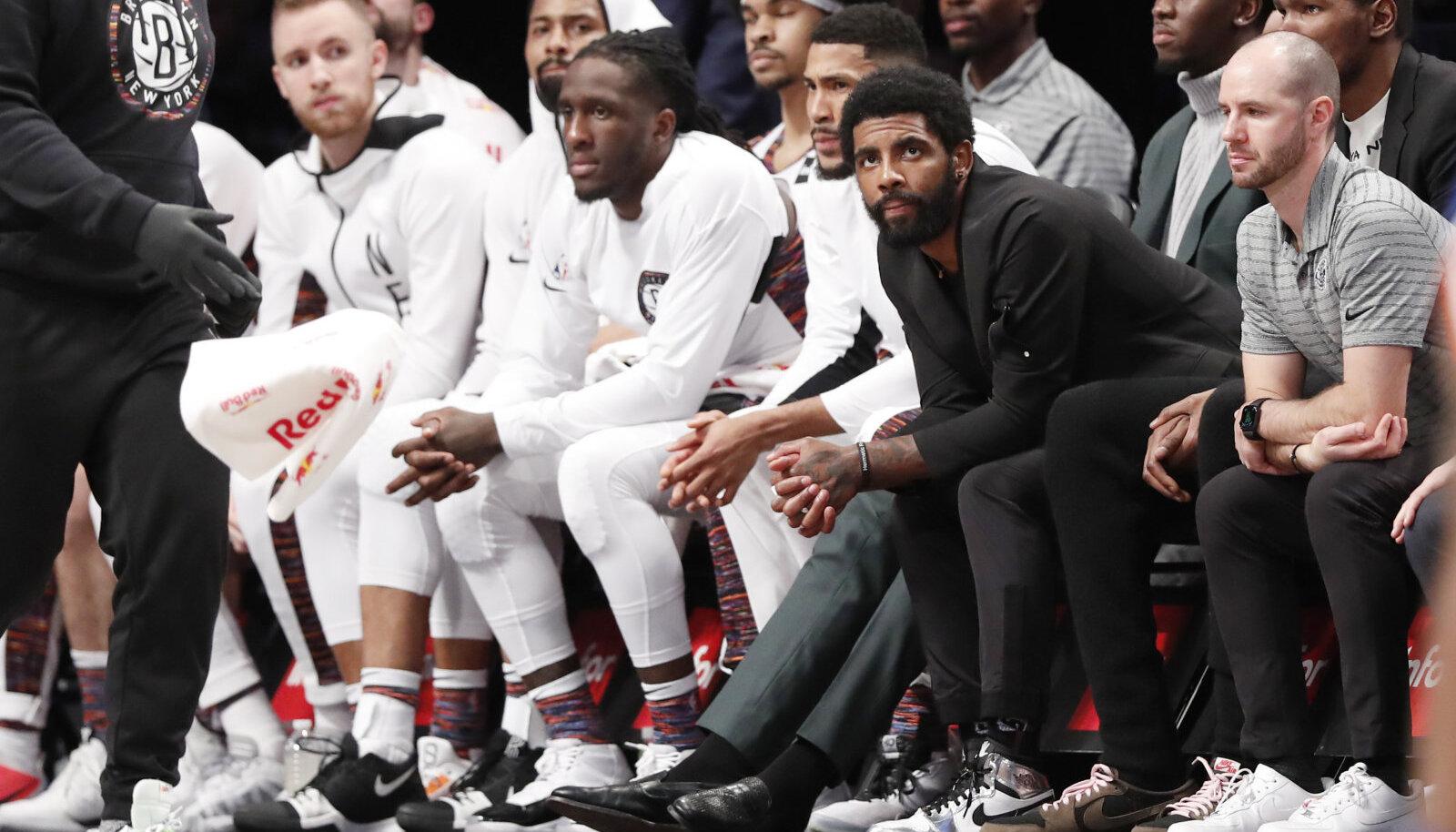 Brooklyn Nets pink eesotsas vigastatud Kyrie Irvinguga.