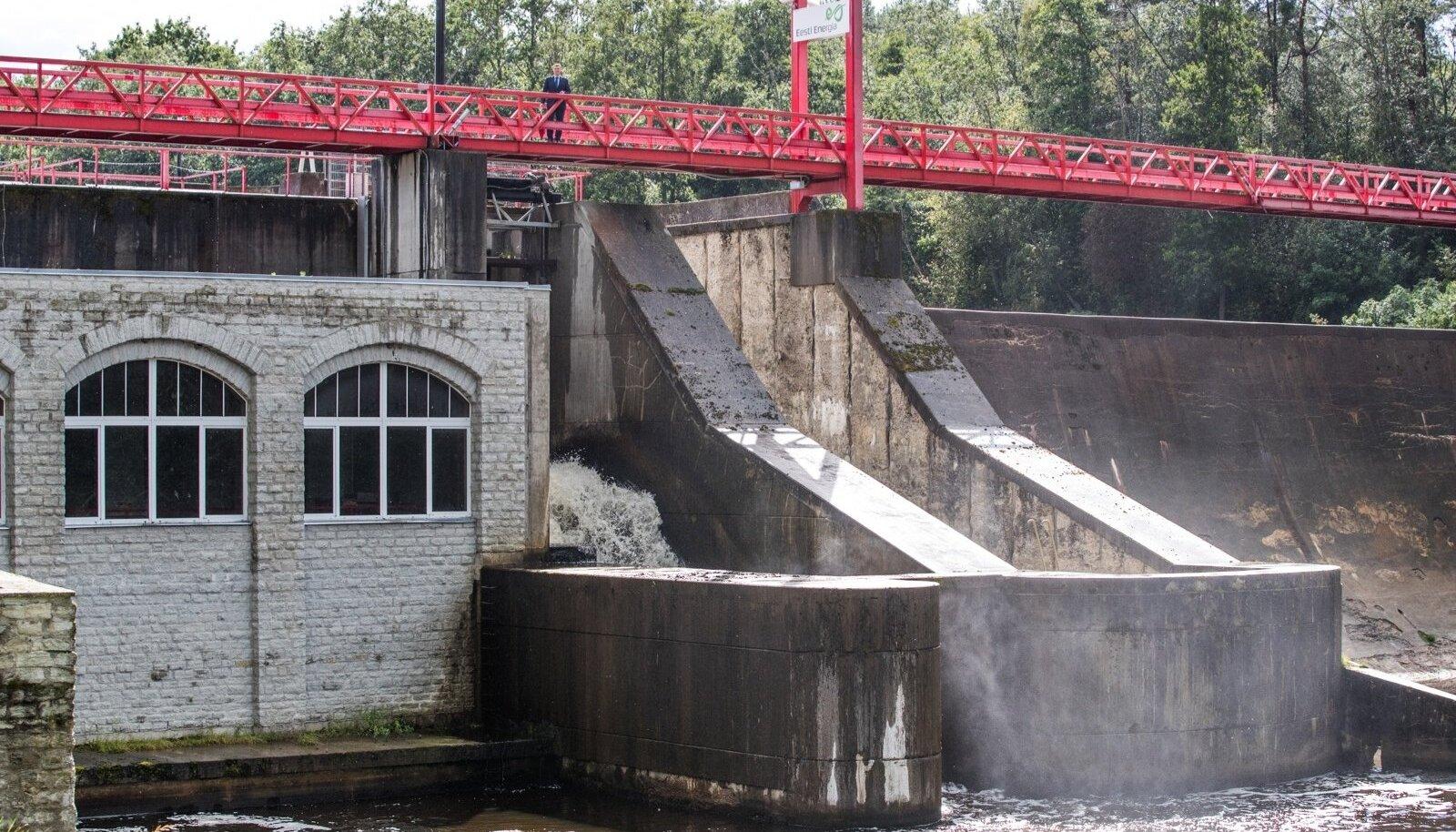 Eesti suurima, Linnamäe hüdroelektrijaama juurde on kalatrepi rajamine osutunud äärmiselt keeruliseks. Sestap asustab Eesti Energia jõkke pidevalt lõhilaste noorkalu, kokku nüüseks 50 000 isendit.