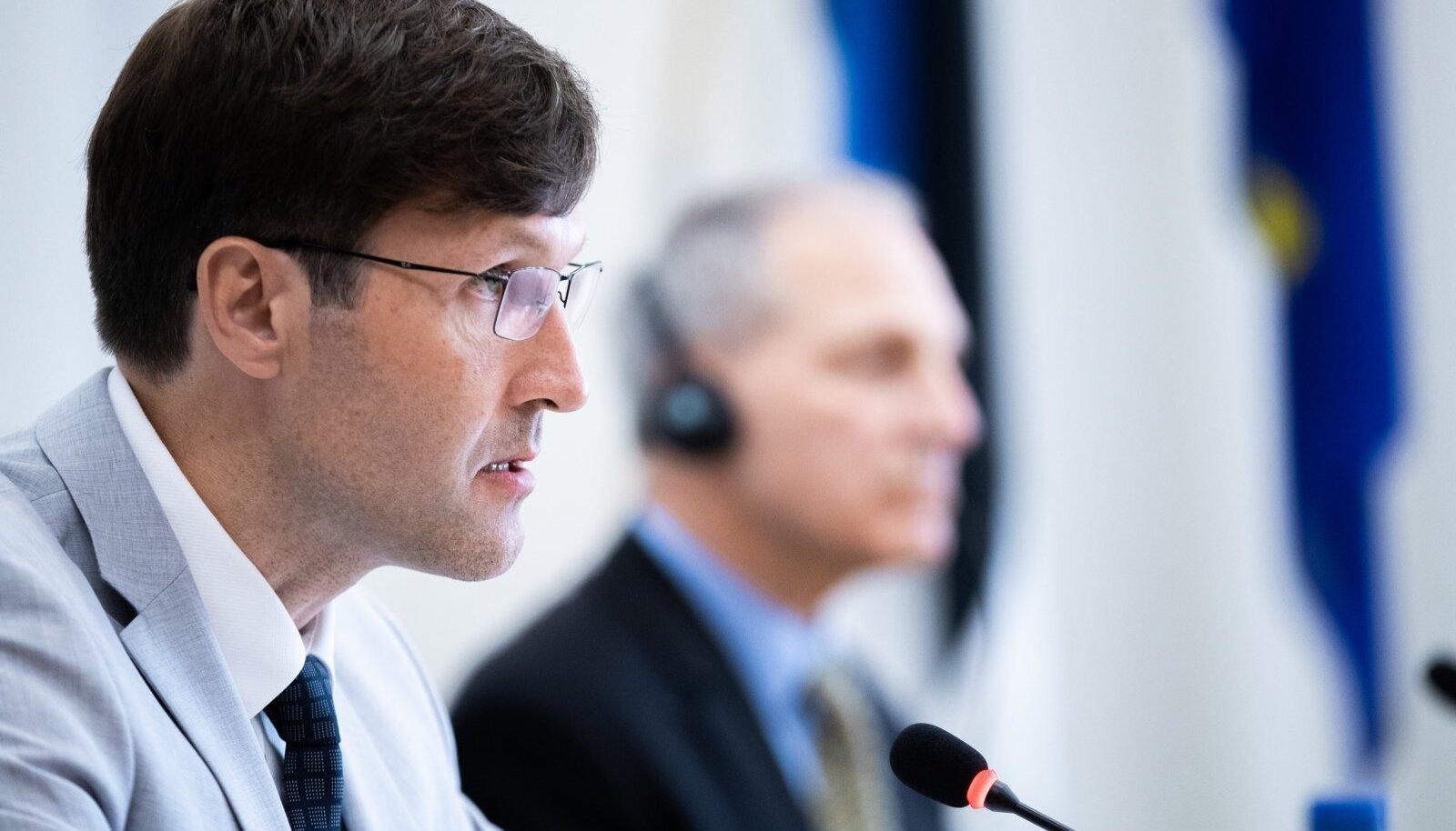 Martin Helme küsis Eesti esindamiseks pakkumist kolmelt advokaadibüroolt, kellest kõik on Vene huvidega suurel määral seotud. Tekib küsimus, kas selliste büroodega koostöö ohustab riigi julgeolekut.