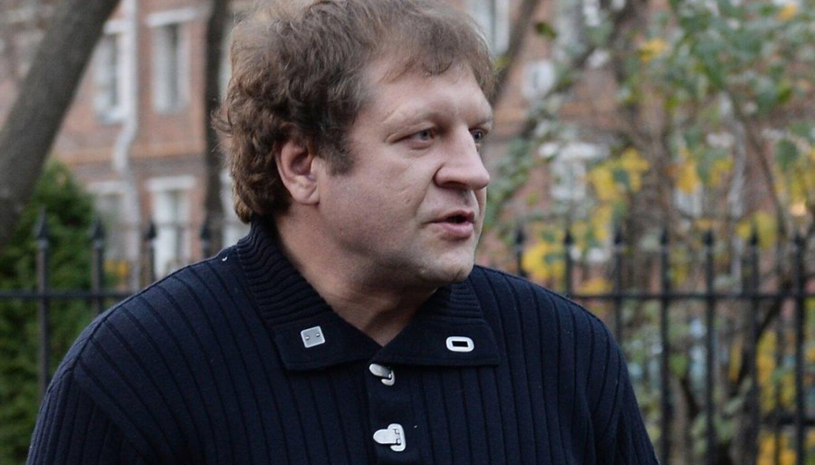 Alexander Yemelyanenko arives at Moscow police for interrogation