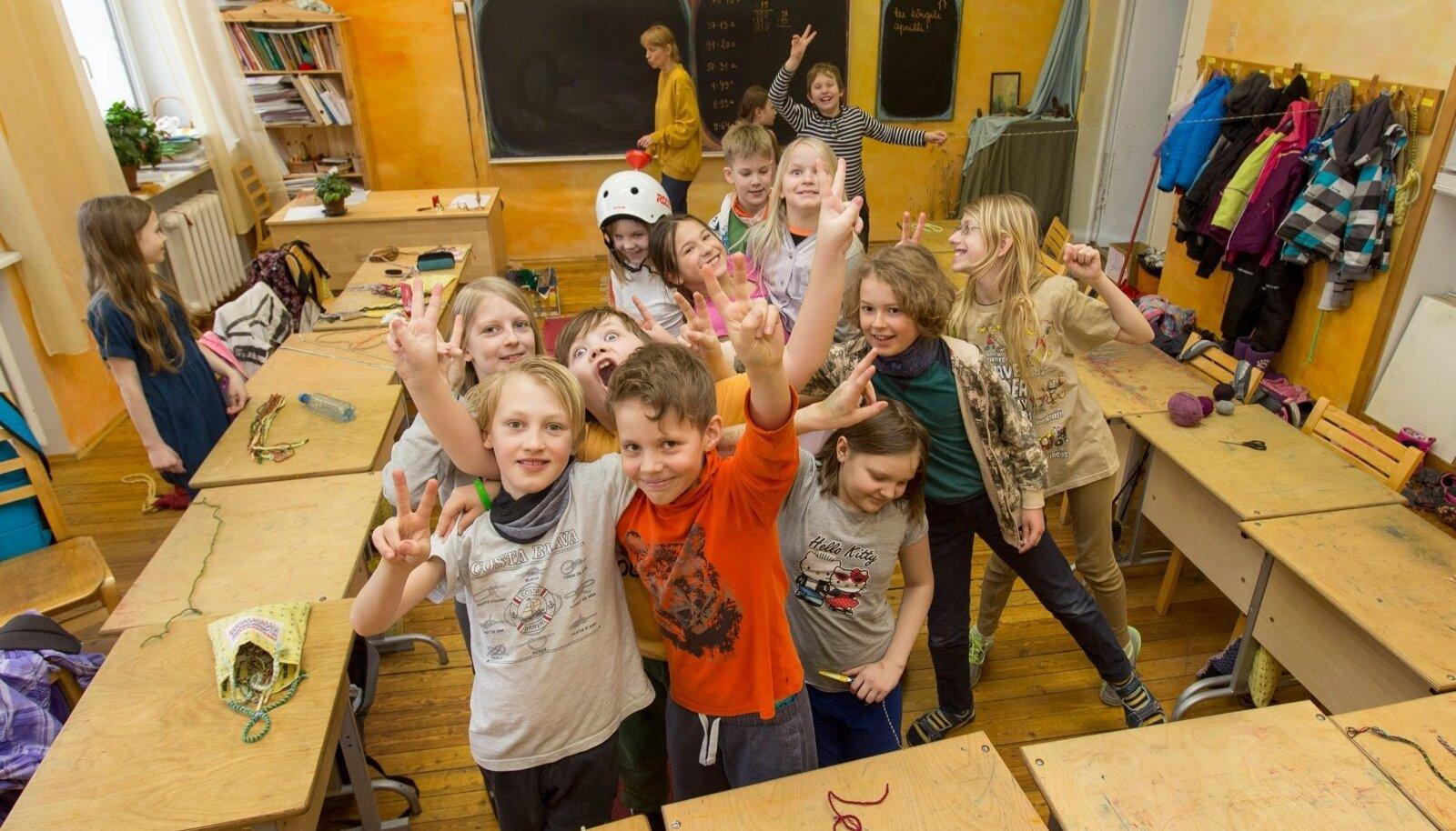 Kõige rohkem probleeme tekitab seadusemuudatus Tallinna erakoolidele, kes on linnaga raha pärast juba pikalt kohut käinud. Üks neist on Tallinna Vaba Waldorfkool.