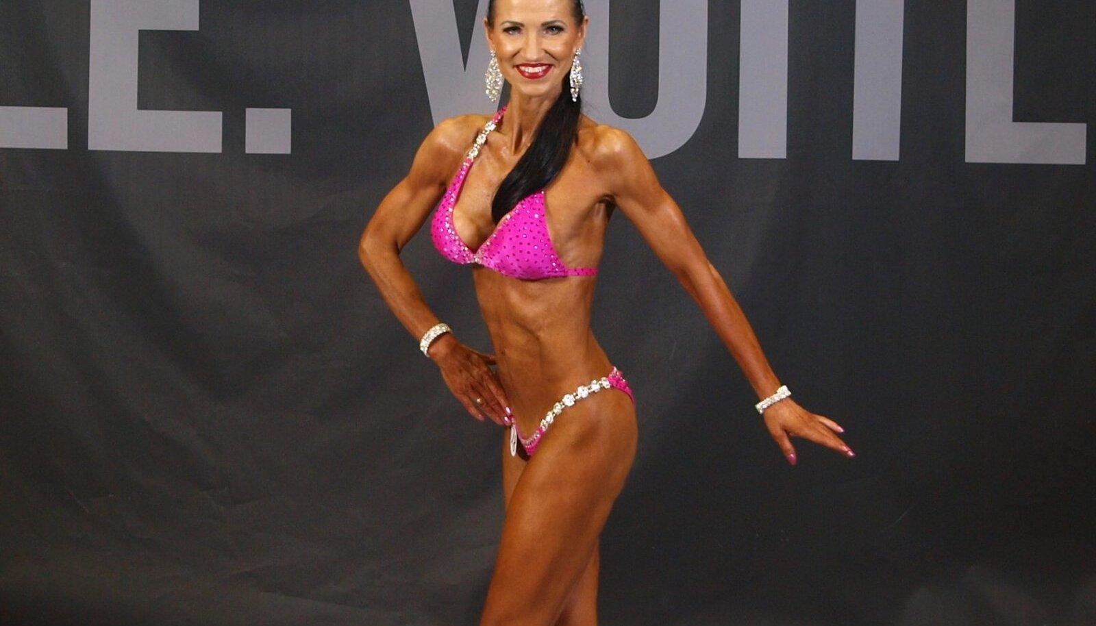 Nonna Sarana bikiini fitnessis