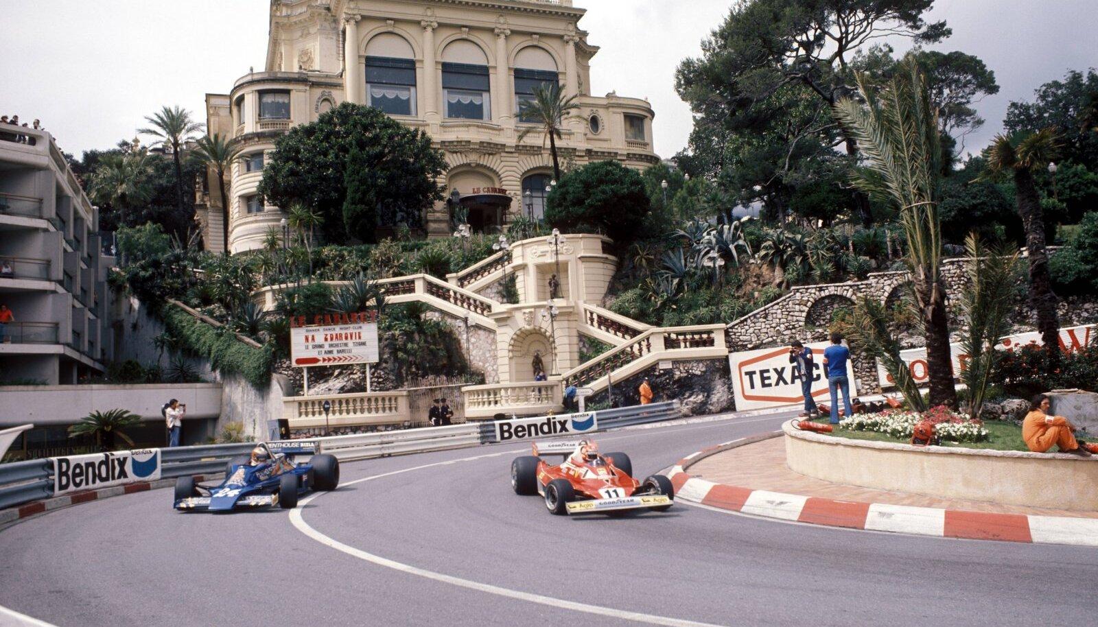 Niki Lauda (paremal) ja Rupert Keegan 1977. aasta Monaco GP-l.
