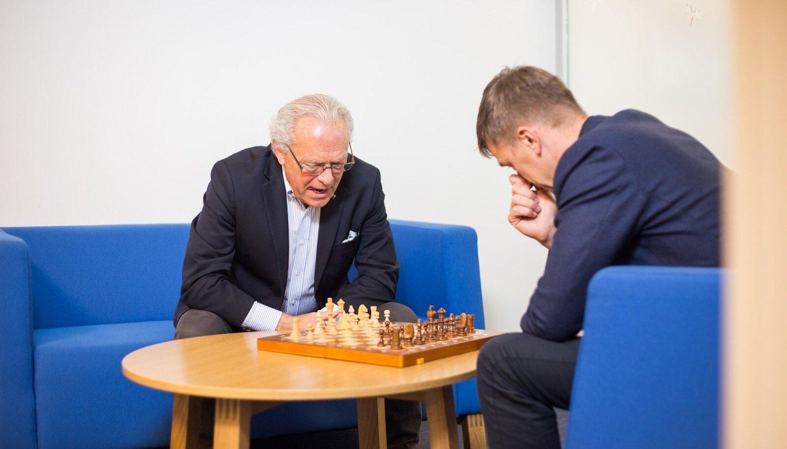 Vasakult: Regional Jeti juhatuse esimees Jan Palmer ja Nordica juhi kohalt kohe-kohe lahkuv Hannes Saarpuu mullu sügisel