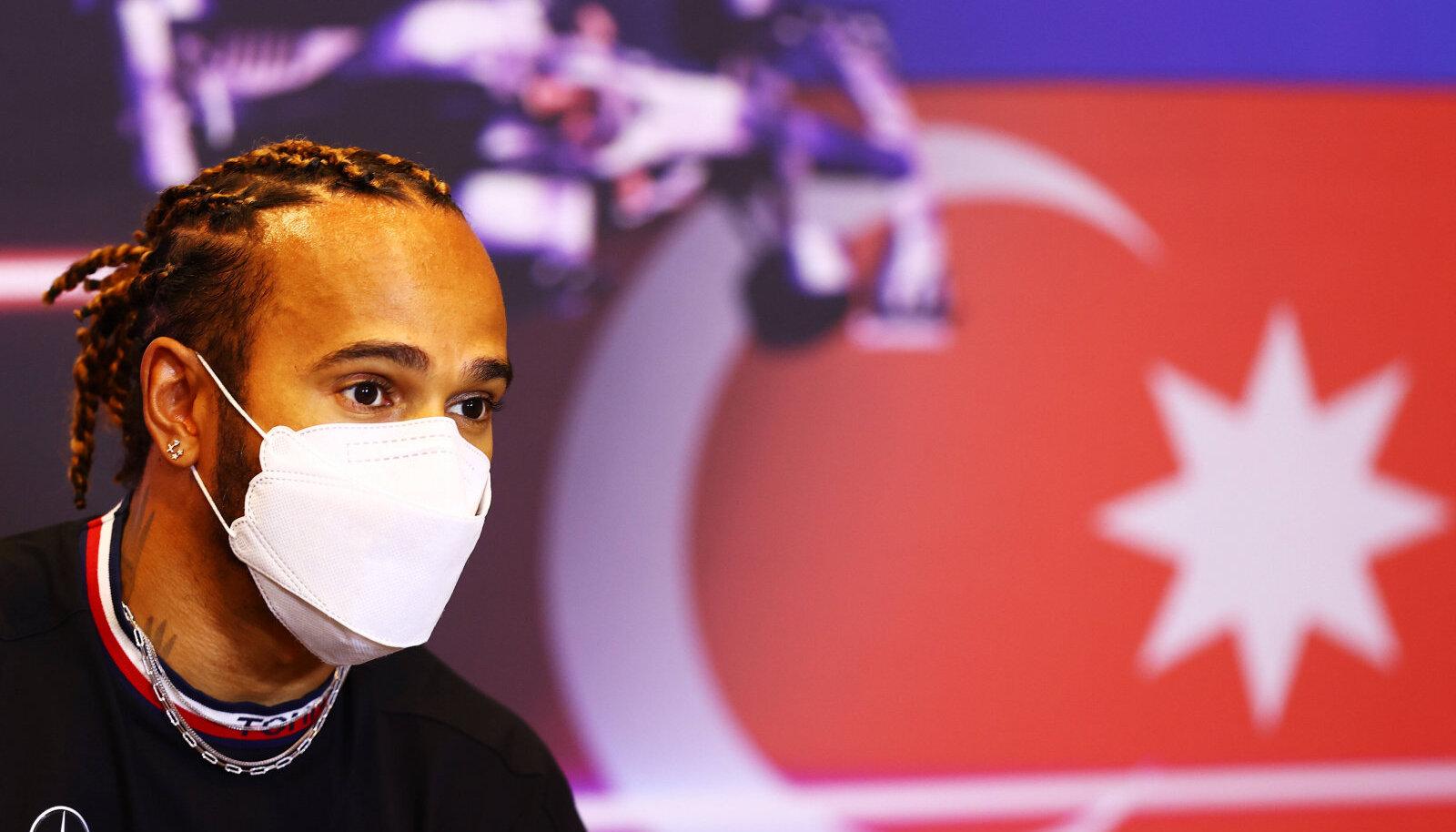 Lewis Hamilton Bakuus pressikonverentsil.
