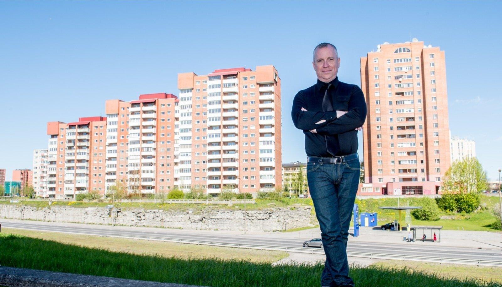 Linnauurija Daniel B. Hess leiab, et Eesti magalad pole nii kehvas seisus kui USA või Lääne-Euroopa paneellinnakud, kuid Eestis ei taaselustata nõukogudeaegset elamufondi vajalikus mahus. Kui midagi ette ei võeta, ähvardab linnakuid tulevikus getostumine.