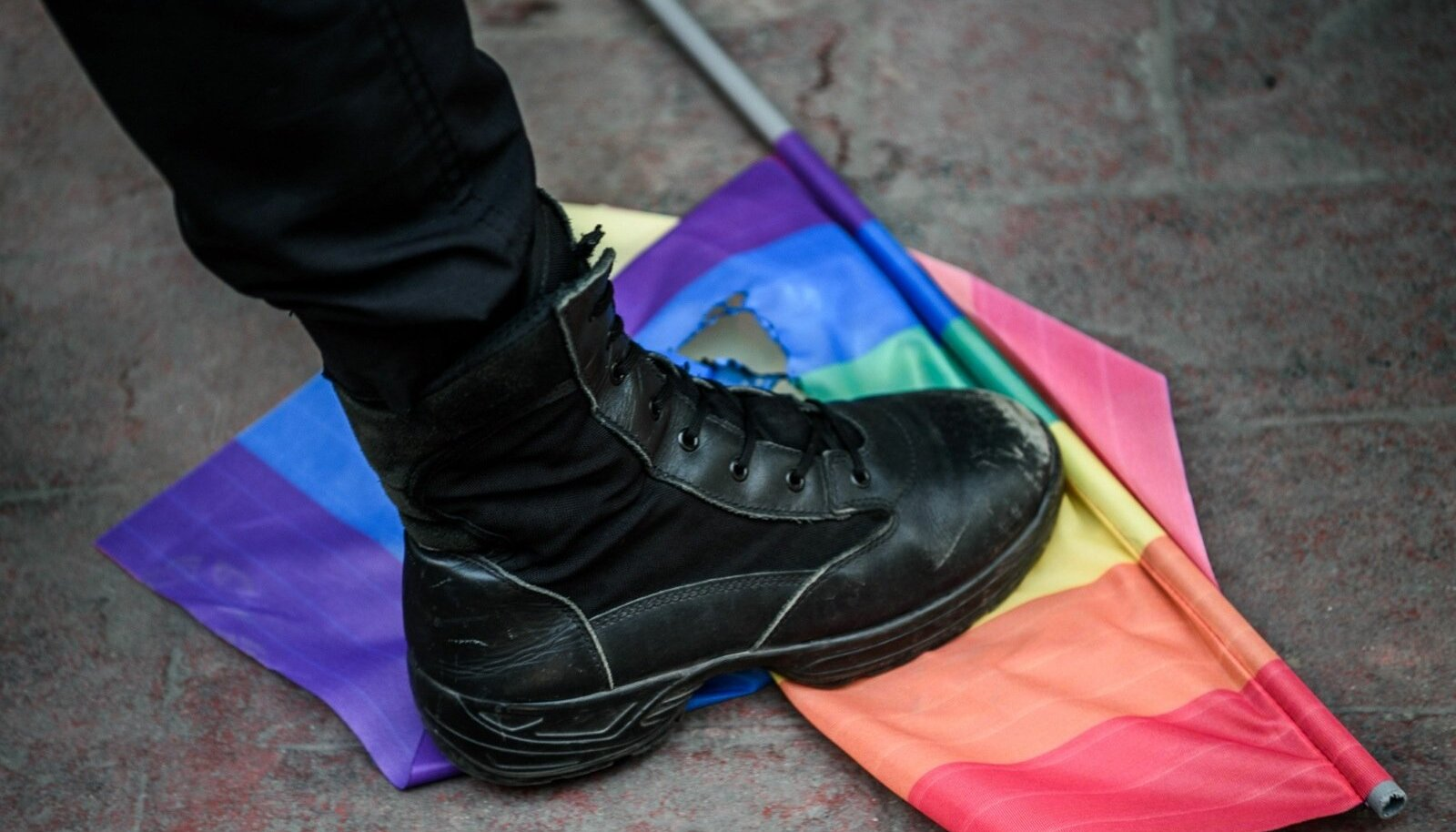 LGBT+ vestlusõhtu pärast on rünnakud läinud nii räigeks, et noorsooteenistus on pöördunud advokaadi poole.