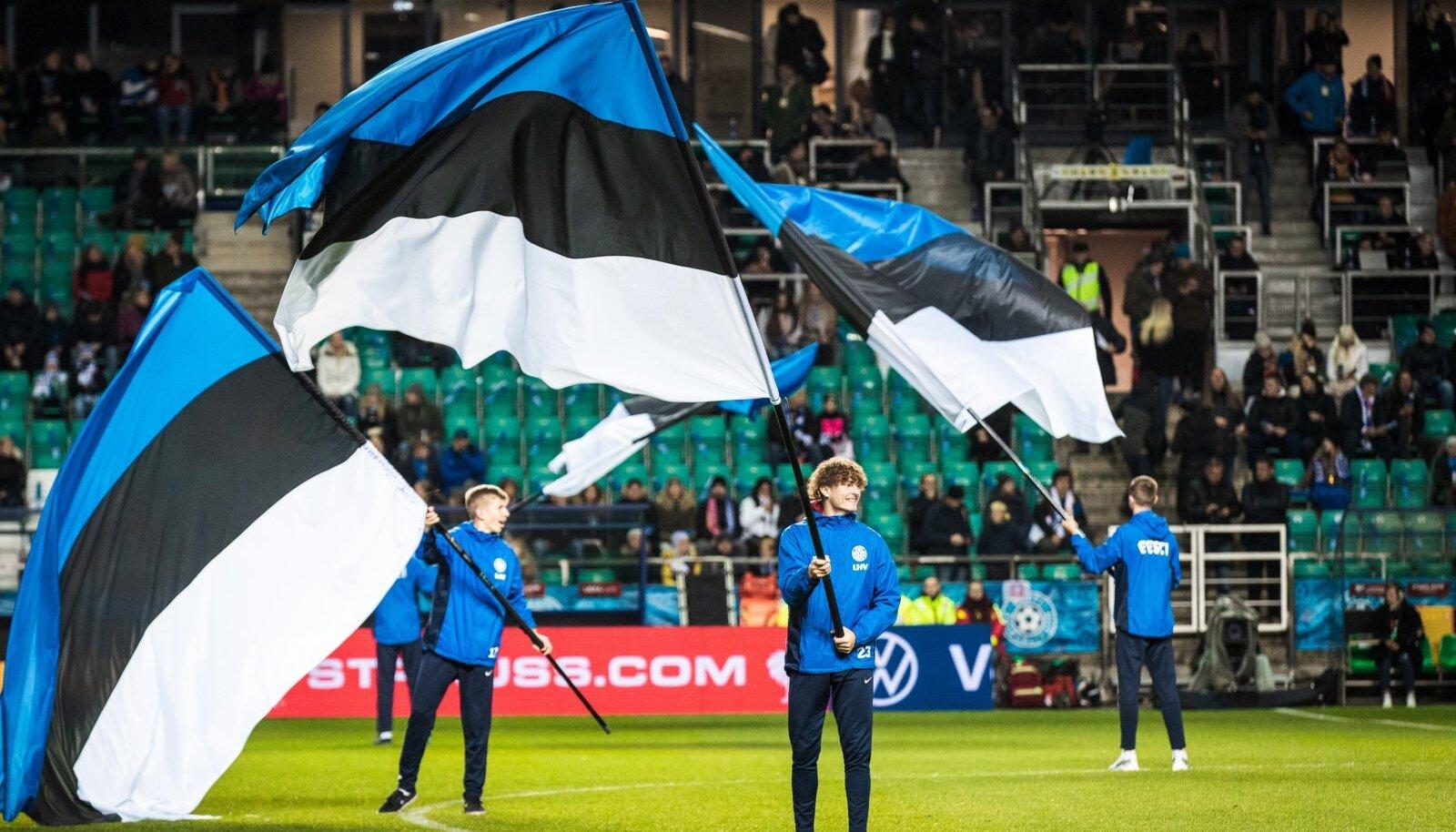 Eesti lipud Lilleküla staadionil.