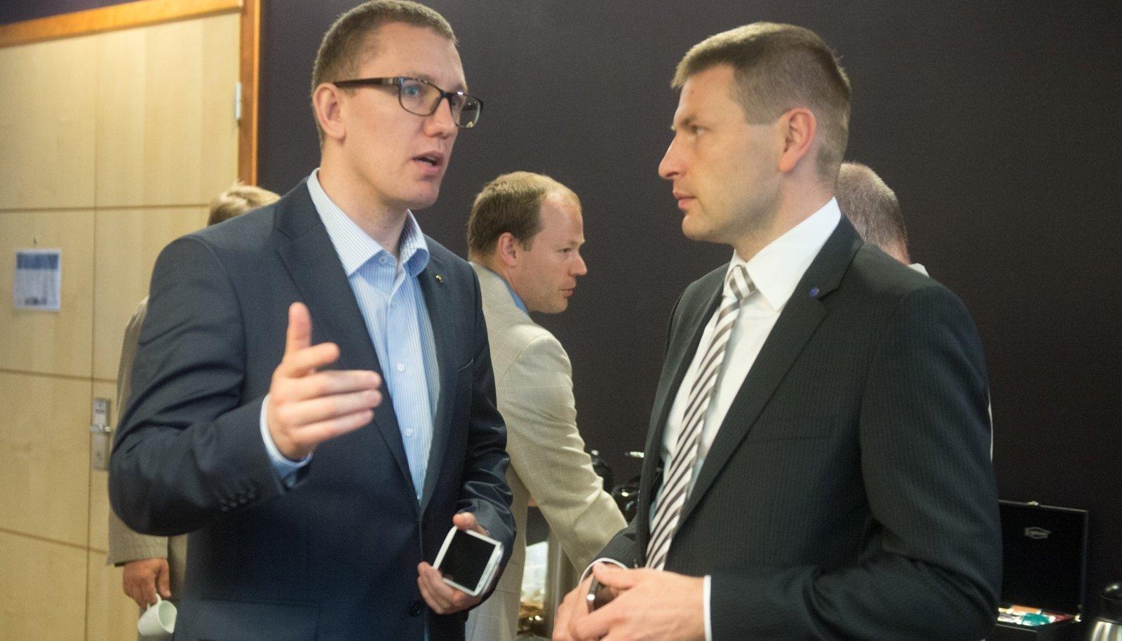 Hanno Pevkur (paremal) ja Kristen Michal teatasid eile, et otsustasid kandideerida Reformierakonna esimeheks.