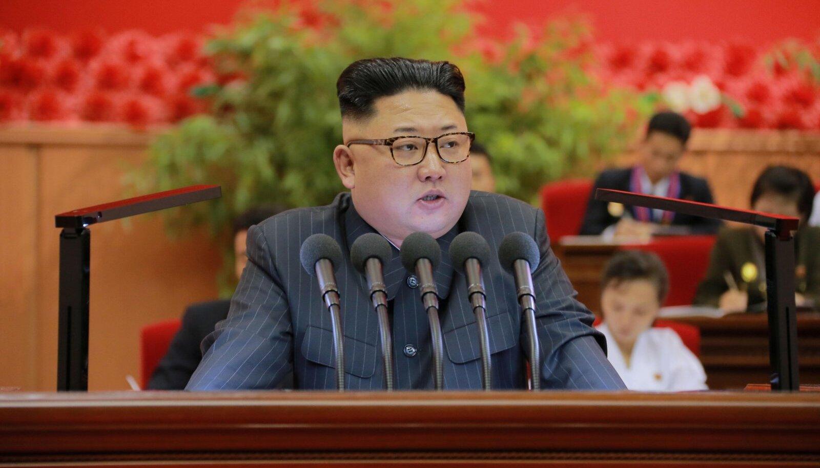 Kim Jong-un peab kõnet, tema valitsemine ilmutab aga järjest jõhkramaid vorme.