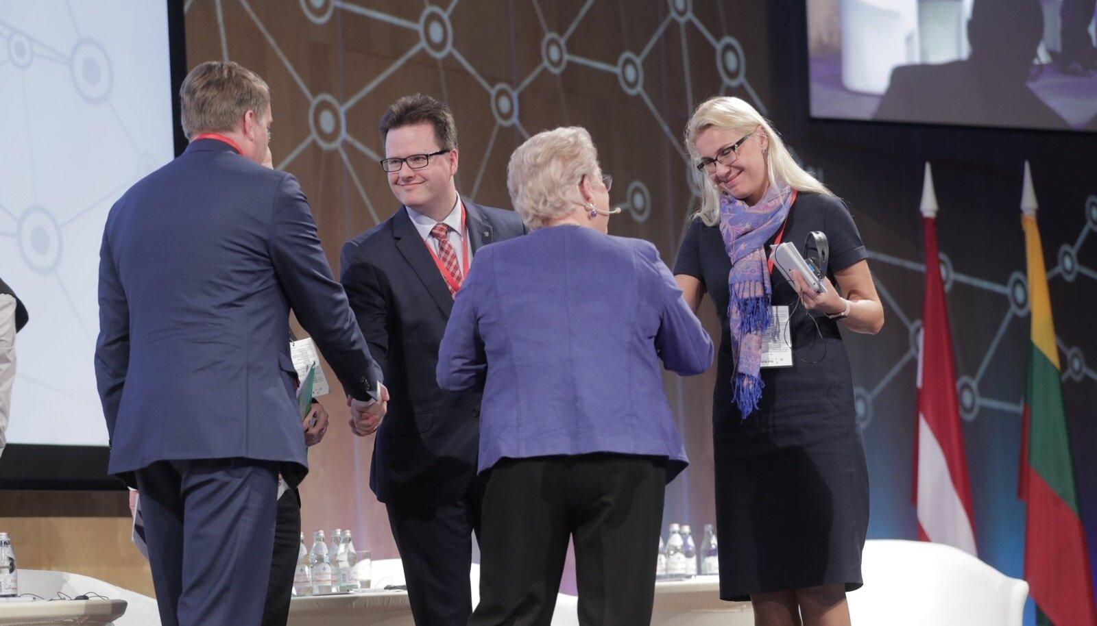 Rail Balticu konverents Riias. Paremalt esimene Eesti majandusminister Kadri Simson.