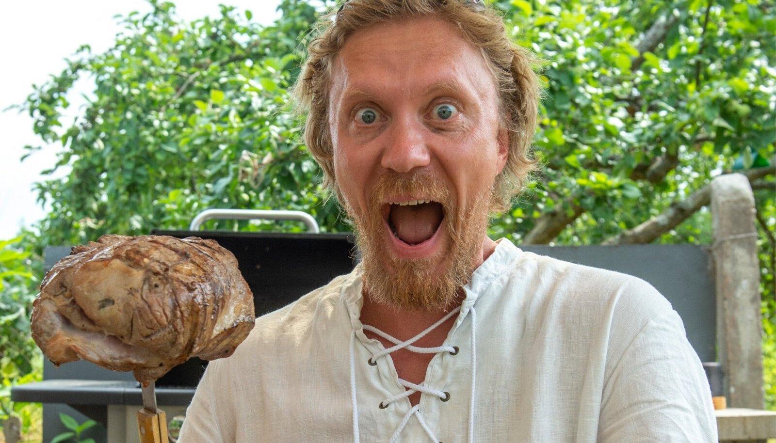 PÕRGUPÕHJA MOODI: Mahlase liha saamiseks tasub sellel enne küpsetamist poorid kinni leegitada või kuumas grillis pruunistada, teab Heikki Junninen.