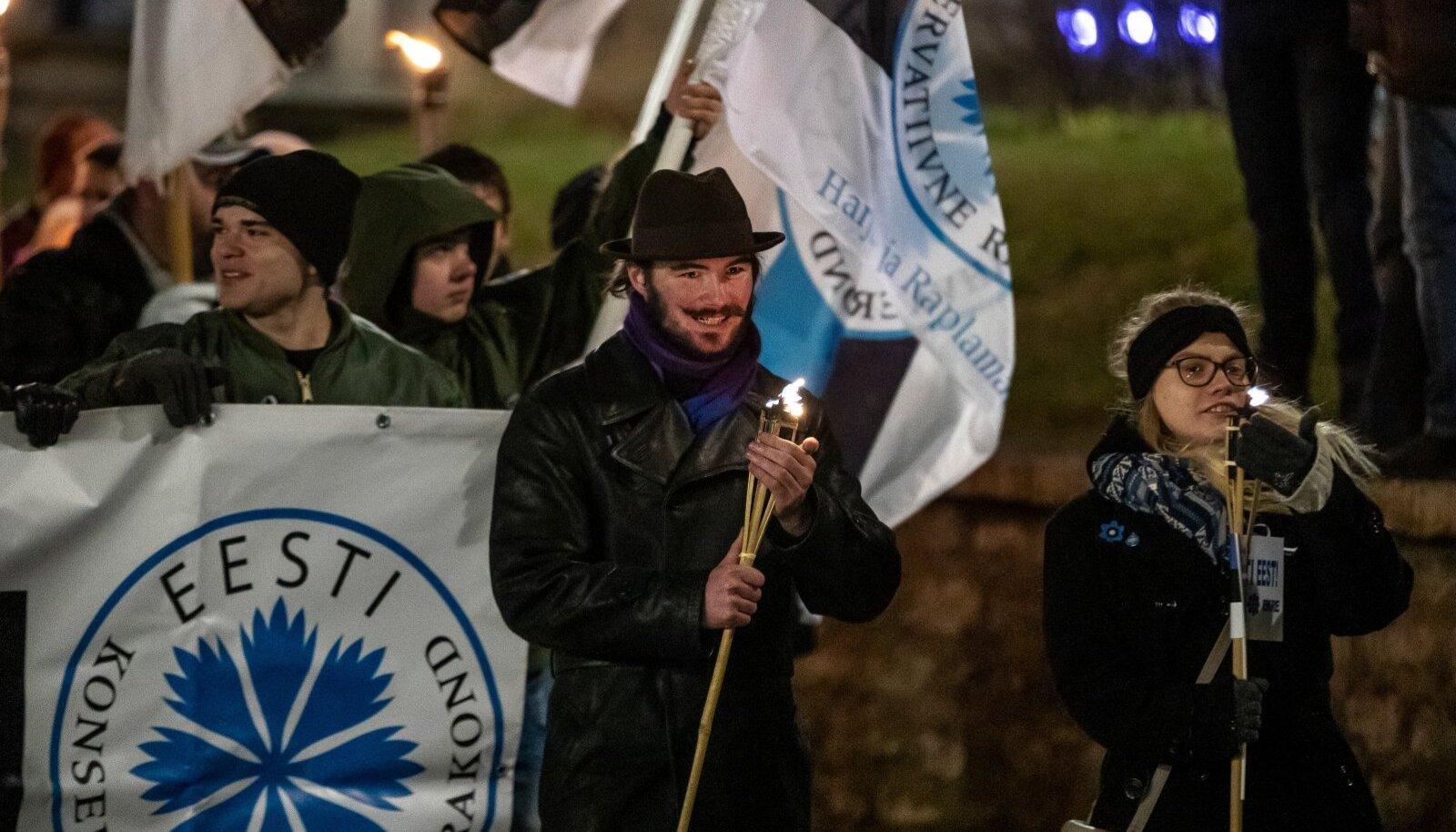 EKRE korraldas küsitlusperioodil ehk 24. veebruaril Tallinnas tõrvikurongkäigu.