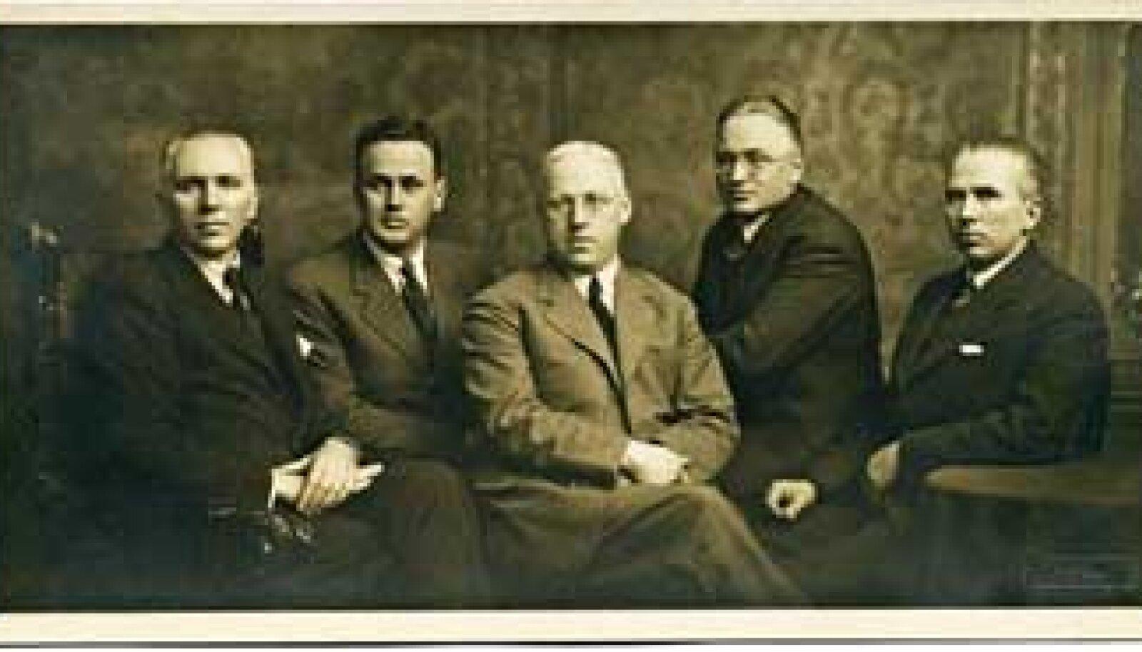 ÄRIDÜNASTIA: Vennad (vasakult) Joakim, Evald, Aleksander, Voldemar ja Eduard Puhk u. 1935. Anna Mirjam Kaberi erakogu