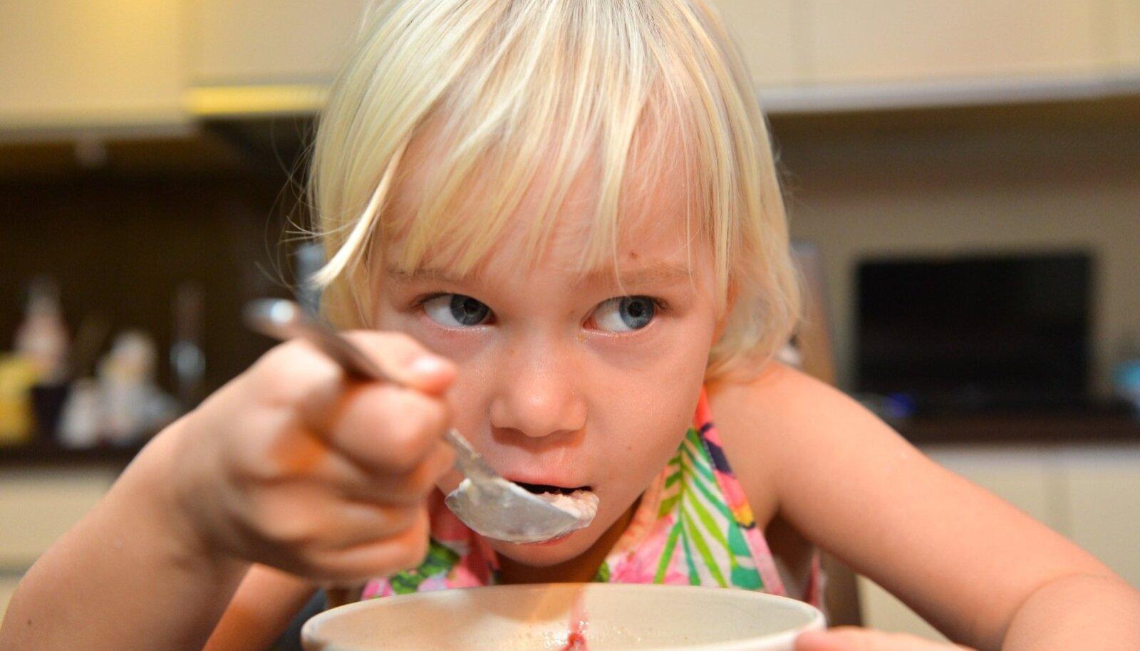 Kuidas panna lapsed sööma asju, mis esmapilgul pole komm või limonaad?