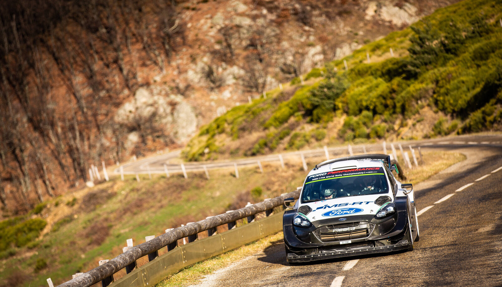 Teemu Suninen Ford Fiesta WRC-ga sõitmas.