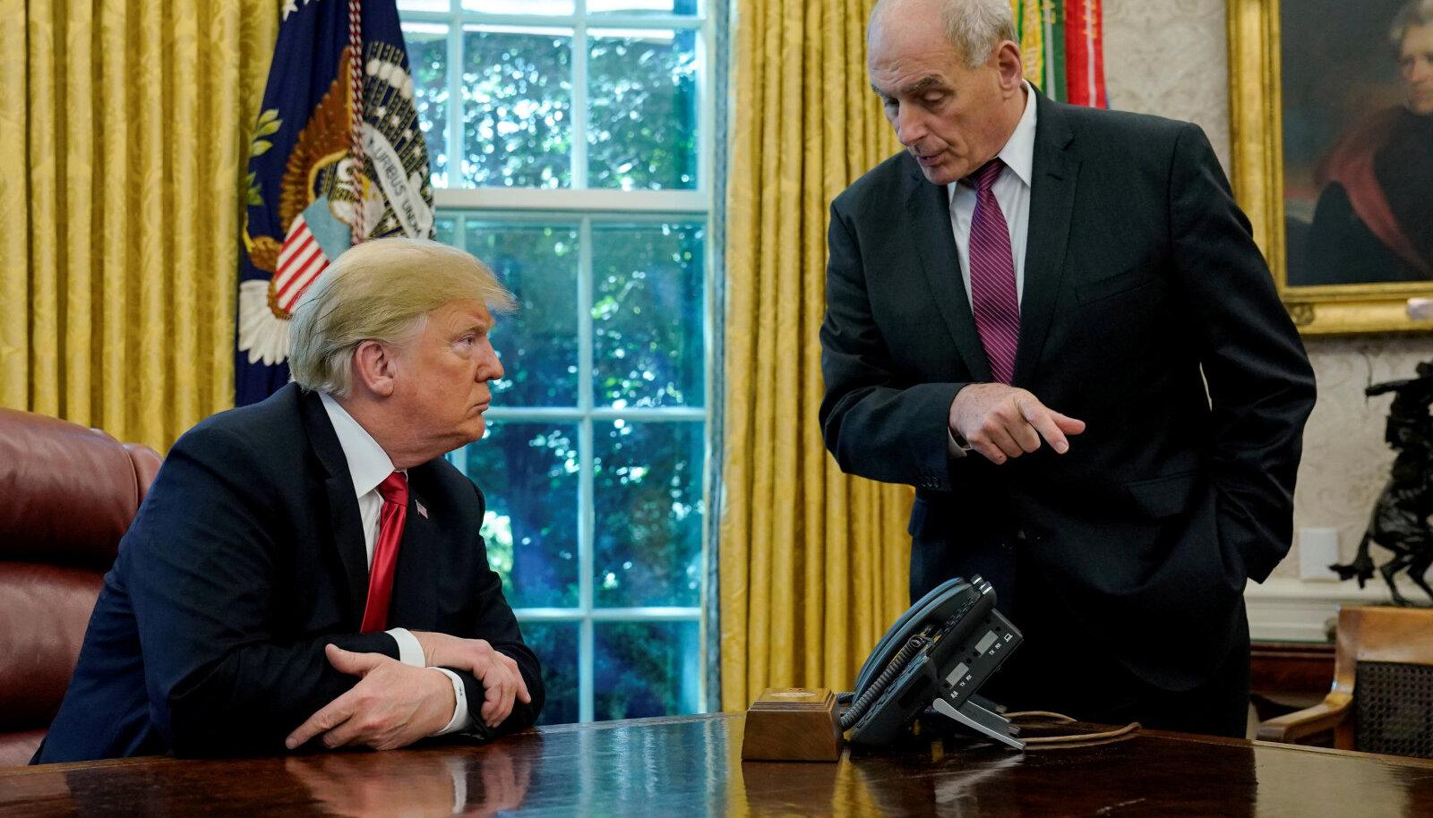 Donald Trump ja John Kelly Valges Majas