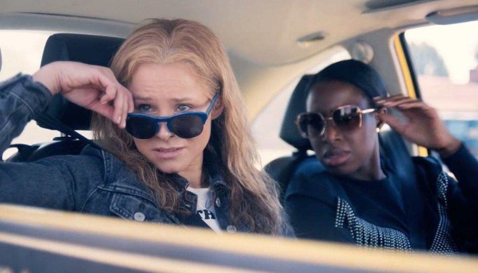 KUPONGIDE KUNINGANNAD: Film räägib kahest ettevõtlikust Ameerika naisest, kes panid aluse kolossaalsele kupongide petuskeemile - (vasakult) Connie (Kristen Bell) ja JoJo (Kirby Howell-Baptiste).