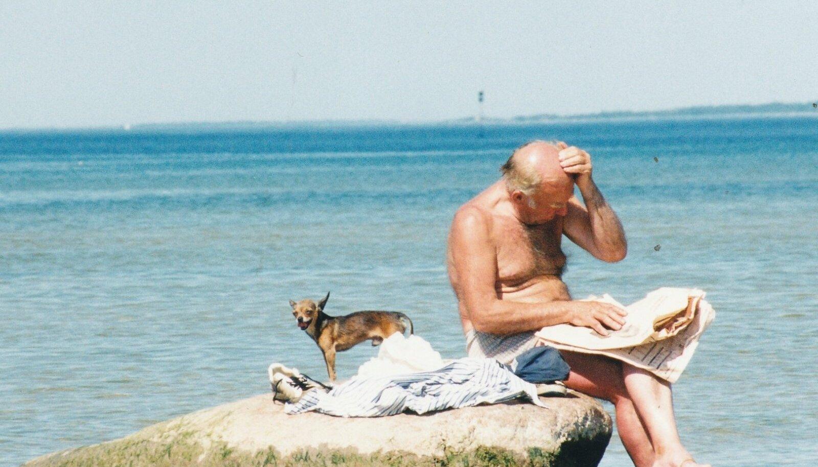 Koeraga mere ääres