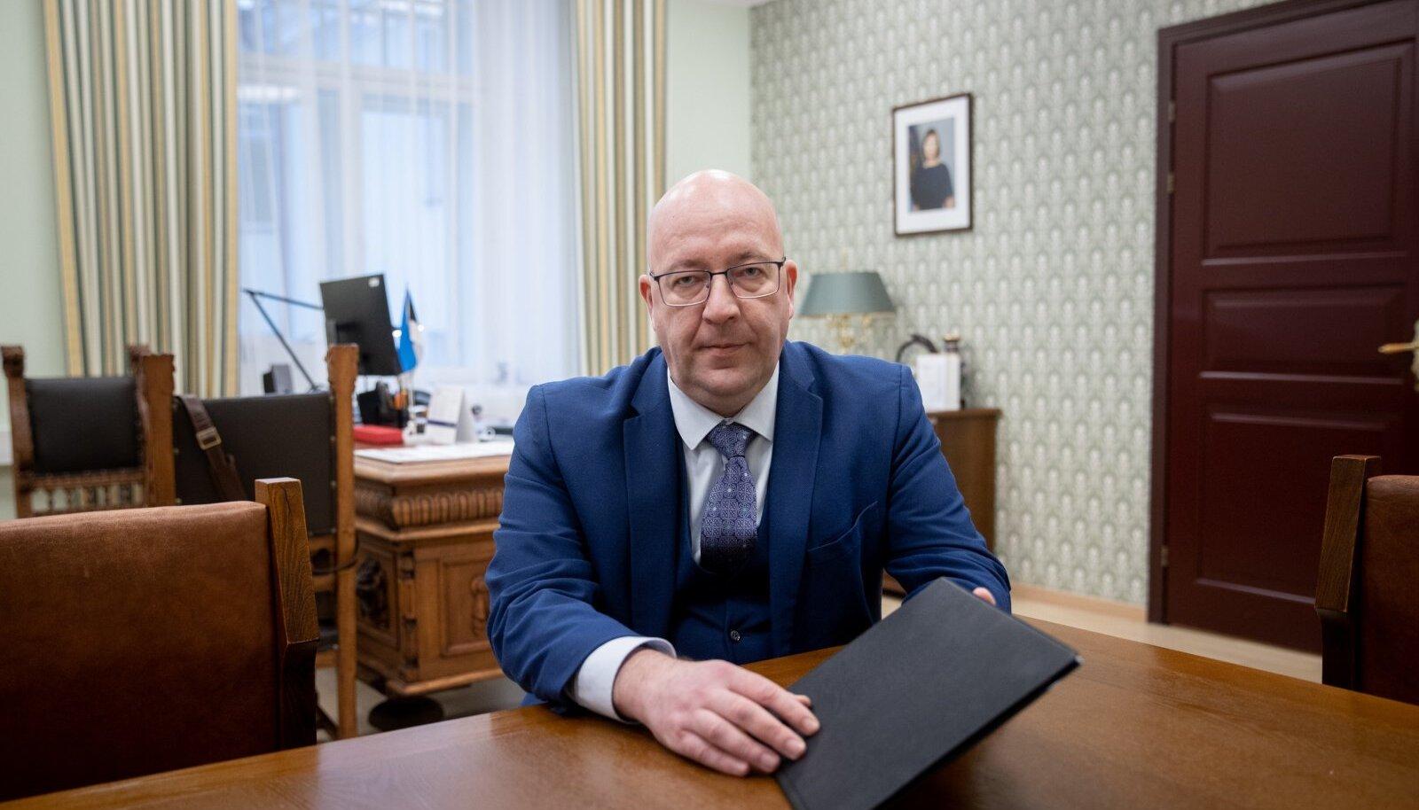 Maaeluminister Arvo Aller