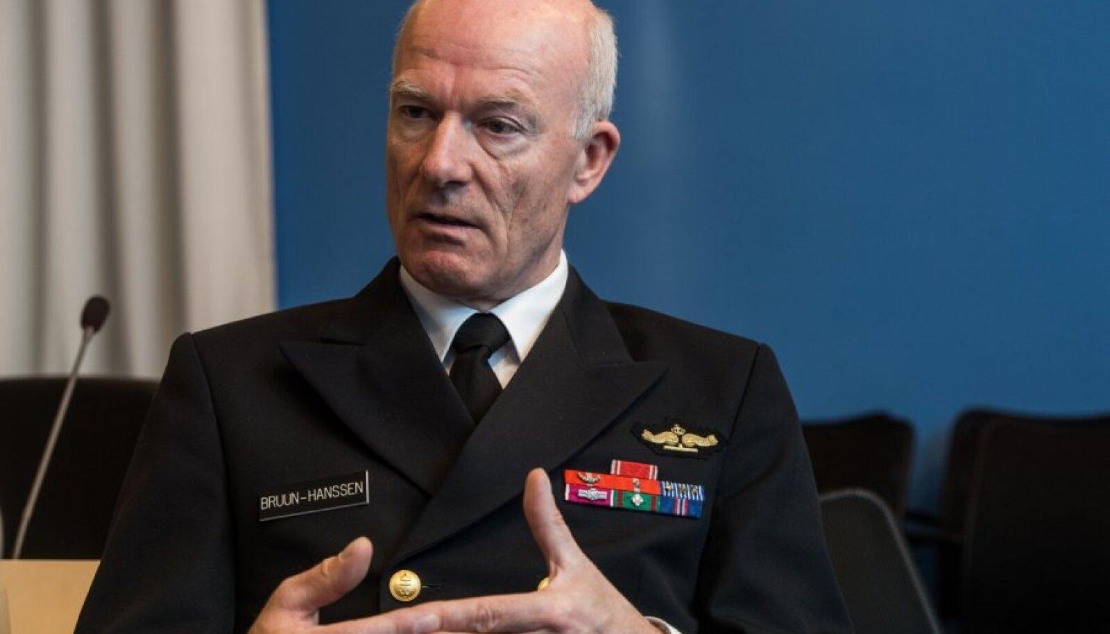 Norra kaitseväe ülem Haakon Bruun-Hanssen