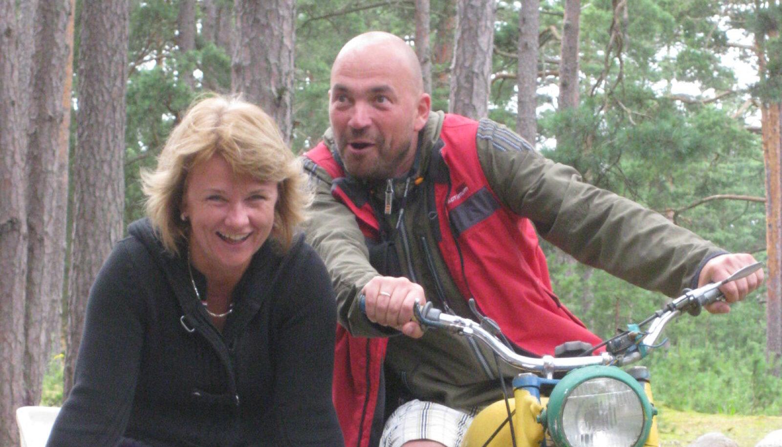 Mart Mikk abikaasa Railiga Kihnus