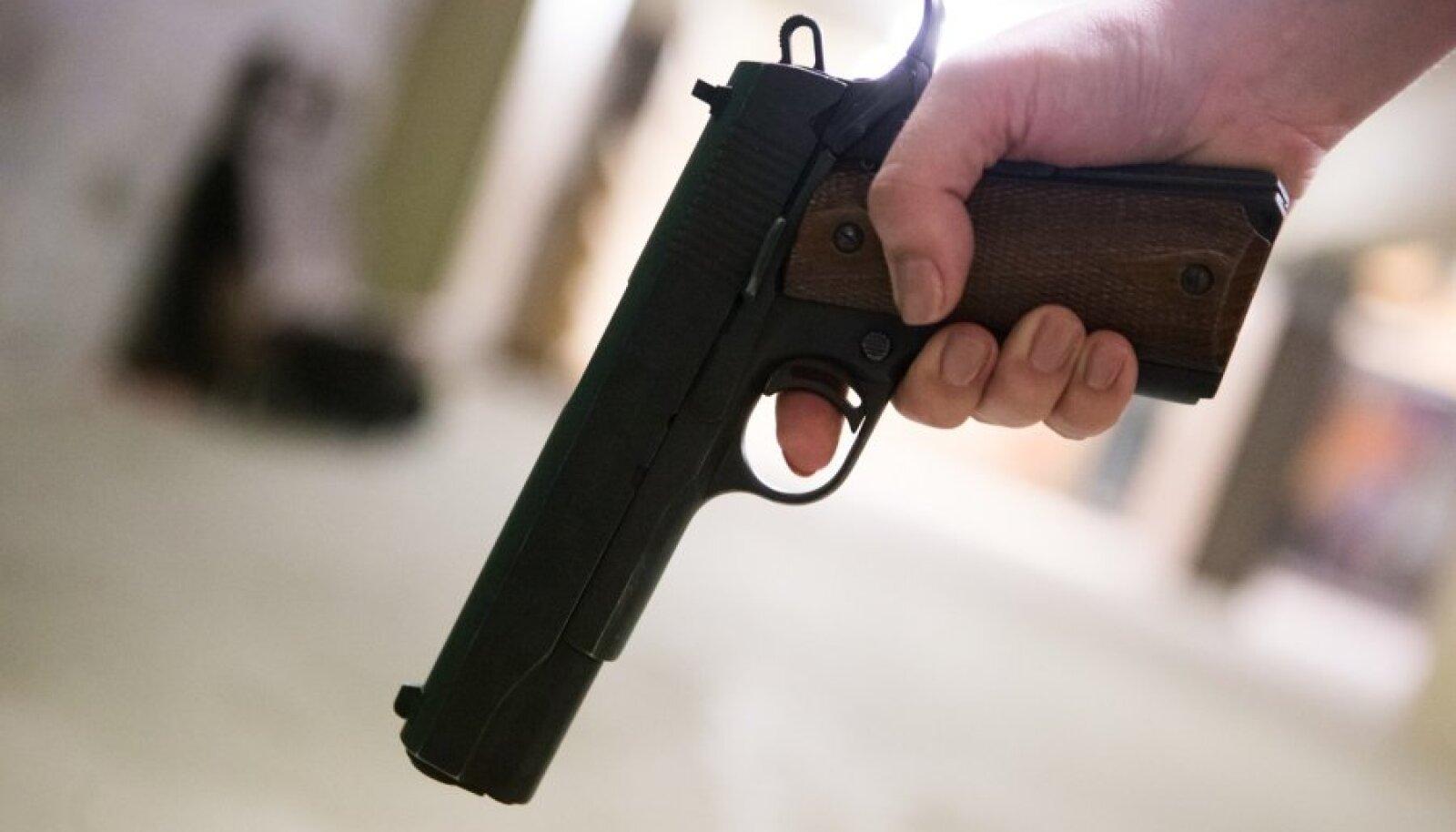 Lugeja küsib, kas sellises olukorras on tulirelv ainus lahendus