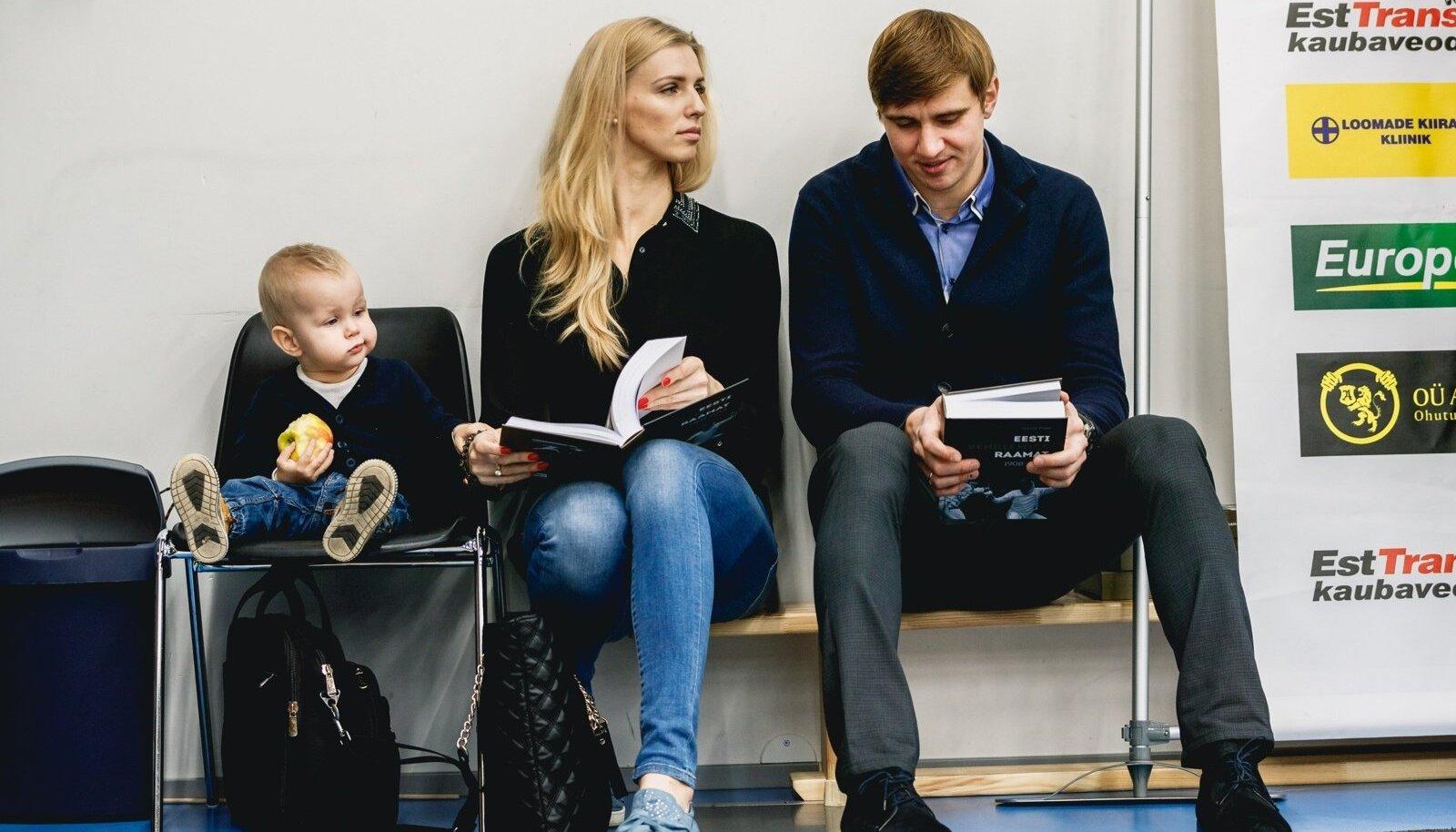 Katrina Lehis (keskel, vasakul tema poeg Henri) ja Nikolai Novosjolov alustavad koostööd.