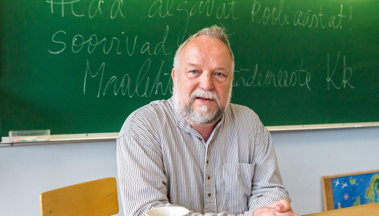 Viktor Koop ütleb, et kooliaasta alguse pidulikkus teeb rõõmsalt ärevaks, ja see on hea märk.