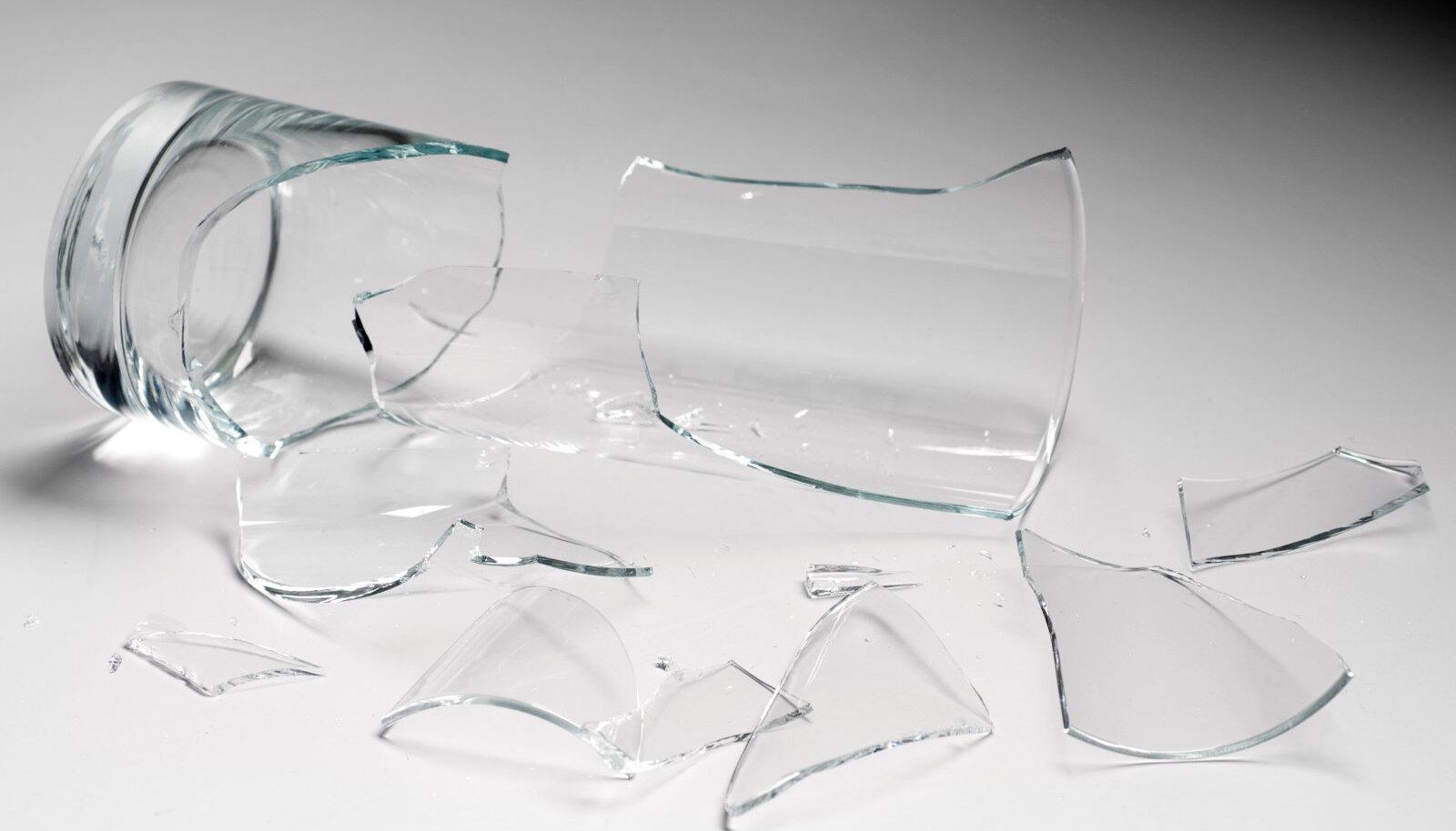 Purunenud klaas