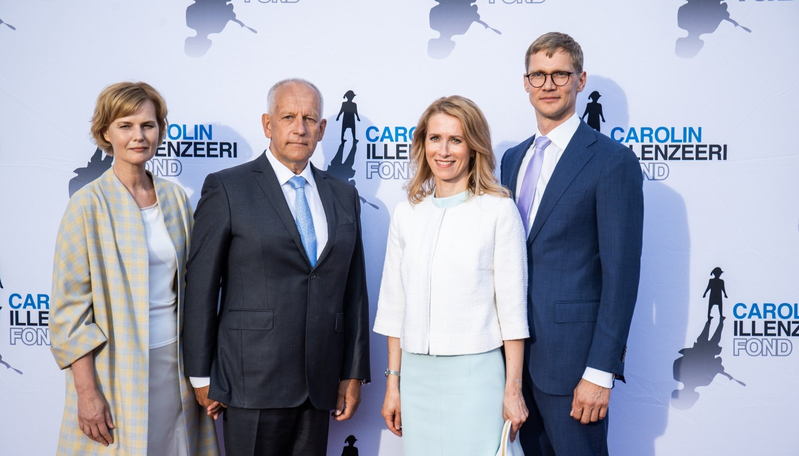 TUUMIK Carolin Illenzeeri Fondi nõukogu esimees Vello Väinsalu koos elukaaslase Triin Ermiga ja peaminister Kaja Kallas abikaasa Arvo Hallikuga.