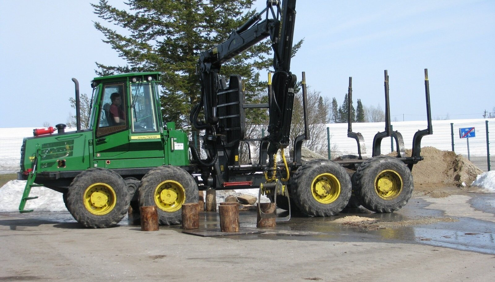 Metsaerialade, sh masinistikutse, saab Luua Metsanduskoolist pärast vastava kutseeksamisooritamist.