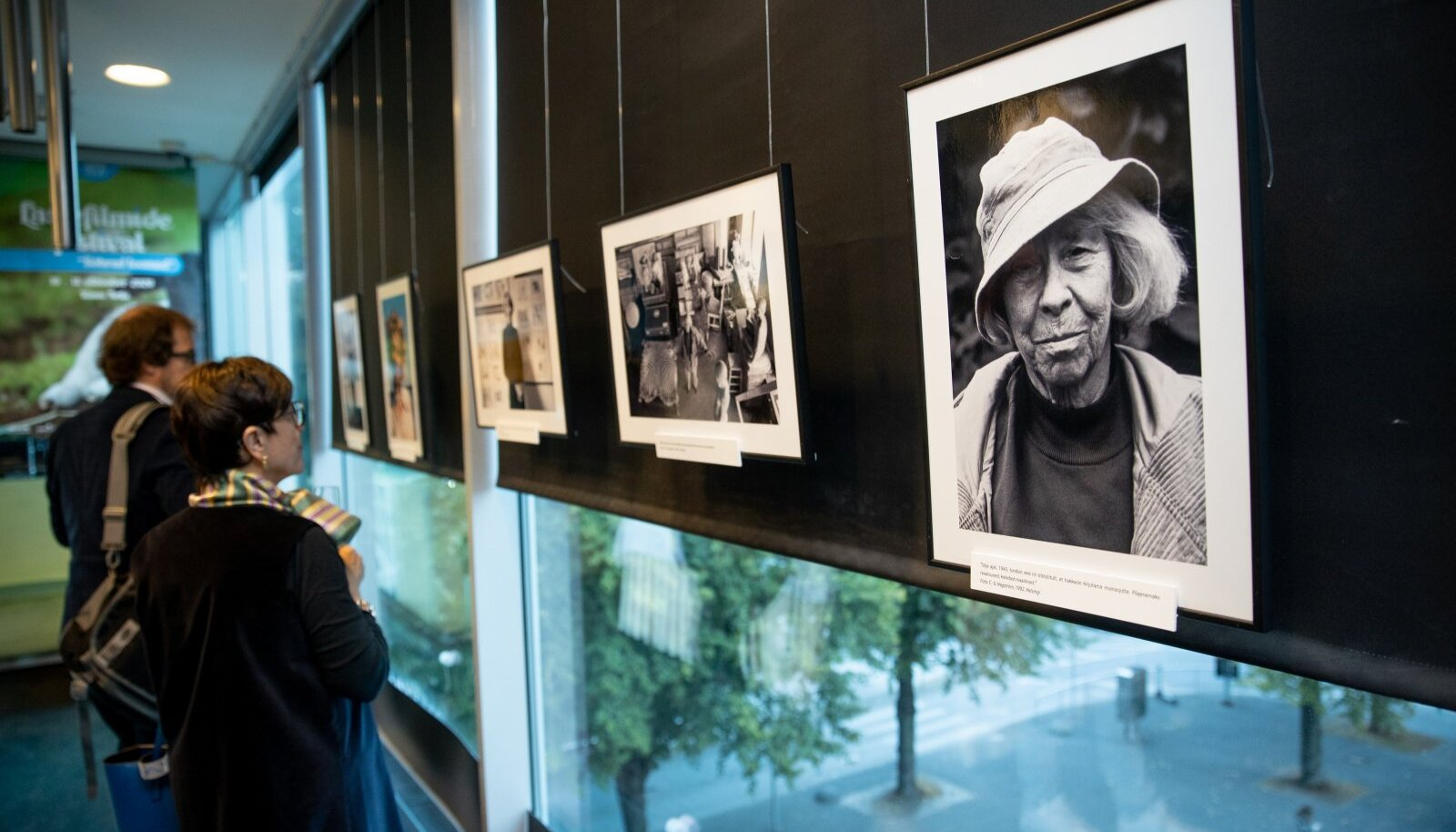 """Filmi """"Tove Janssoni rääkimata lugu""""  esilinastus ja fotonäituse avamine Artises"""