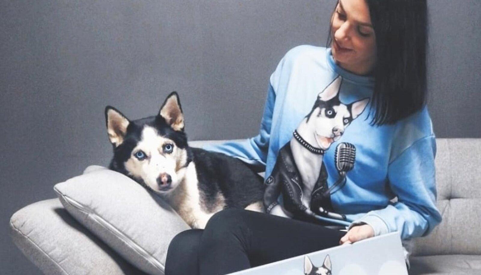 Cleer koerakujutisega pusa ja maaliga